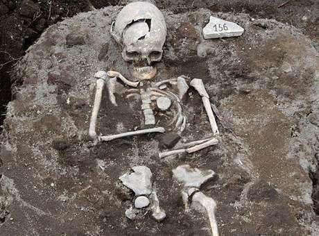 """Túmulo de """"vampiro"""" é encontrado na Bulgária."""