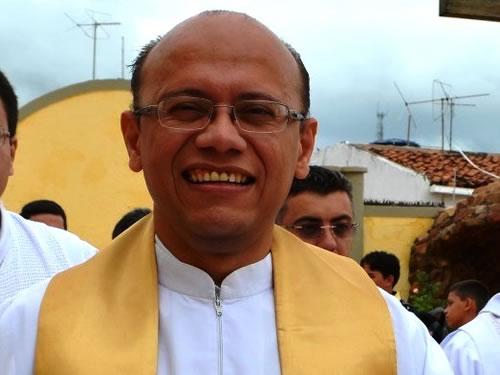 Resultado de imagem para Padre acusado de crimes sexuais é preso em Juazeiro do Norte