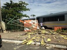 Freio falha e metrô de Teresina destrói estação no Dirceu