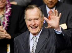 Aos 92 anos, George H. W. Bush é hospitalizado em Houston