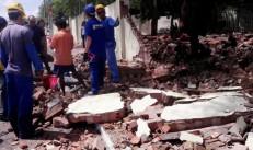 Muro de escola desabou sobre mãe e filha esta manhã em Juazeiro do Norte