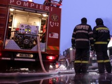 Incêndio em casa noturna deixa mais de 40 feridos