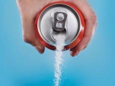 Refrigerantes sem açúcar não ajudam a controlar o peso, aponta estudo
