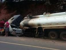 Carro colide com caminhão-tanque e mata família inteira carbonizada no PI