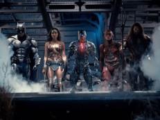 Reunião de super-heróis marca trailer eletrizante de