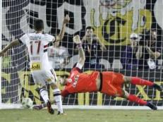 De criticado a artilheiro: a evolução de Gilberto após gol no Corinthians