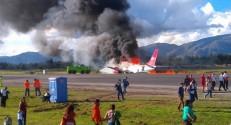 Avião pega fogo durante pouso em aeroporto nos Andes peruanos