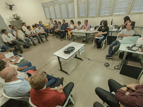 Reajuste salarial debatido com secretários municipais e representantes dos servidores