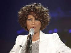Documentário sobre Whitney Houston mostra relacionamentos da cantora