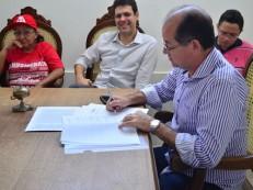 Prefeito do Crato se reúne com sindicato dos servidores municipais e apresenta Projeto de Lei e calendário de pagamento