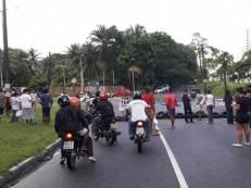 Manifestações bloqueiam avenidas e deixam trânsito caótico