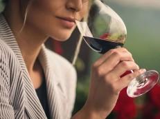 Meia taça de vinho por dia já eleva risco de câncer de mama, diz pesquisa