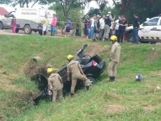 Idosa de 98 anos morre após filha perder o controle do carro e cair em córrego no Acre