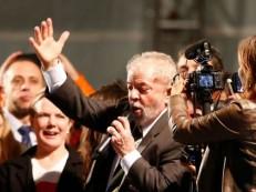 Crítico de ladrão deve entrar na política, diz Lula