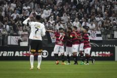 Vitória bate Corinthians e acaba com série invicta de 34 jogos do líder
