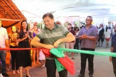 Prefeito prestigia levantamento da bandeira e abre 13ª edição do Barracão Cultural