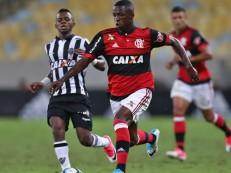 Pelé aconselha Vinícius Jr.: