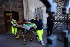 Turista morre em Florença atingido por pedaço de teto de igreja
