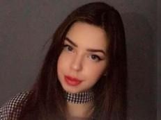 Jovem de 19 anos vende virgindade por R$ 9,6 milhões