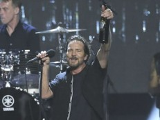 Vocalista do Pearl Jam, Eddie Vedder anuncia shows solo no Brasil