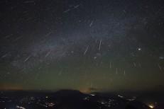 Chuva de meteoros da constelação de Gêmeos ocorre nesta quarta e quinta