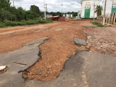 Abrigando três grandes indústrias, rua em Crato sofre com falta de estrutura