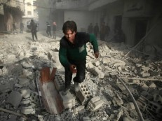 Bombardeios do regime sírio matam 44 civis em Guta Oriental