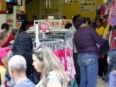 Consumidores esperam inflação de 5% em 12 meses a partir de abril