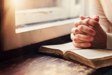 Pessoas religiosas podem viver mais, aponta estudo