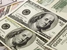 Dólar oscila nesta sexta-feira, de olho no exterior e em intervenções do BC