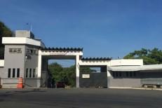 Cama de concreto de presídio cai em cima de detentos e mata um preso na Bahia