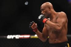 Anderson Silva é punido com um ano de gancho e pode voltar a lutar em novembro