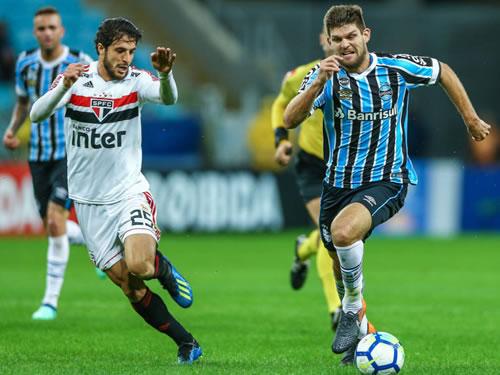 O São Paulo desperdiçou a chance de assumir a liderança do Campeonato  Brasileiro na noite desta quinta-feira (Foto  Reprodução) 93954f6987584