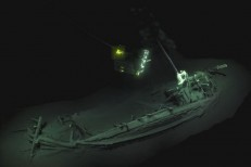 Navio grego de 2,4 mil anos é encontrado preservado no fundo do mar