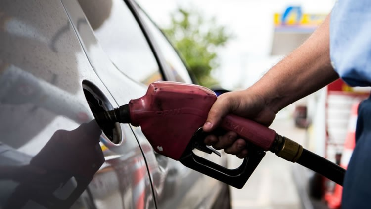 Gasolina recua em 24 Estados e tem leve queda no Ceará, diz ANP