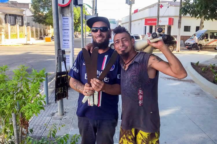 Curioso: A história de um uruguaio e um argentino nos semáforos do Crato