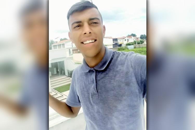 Jovem é morto a tiros em Juazeiro e seu pai saiu baleado