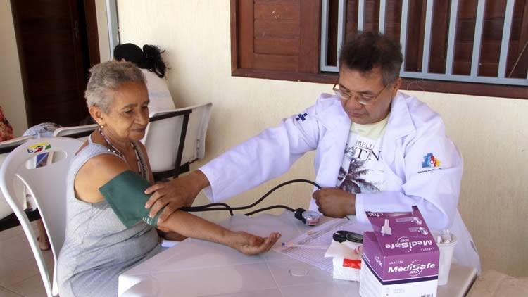 Ação social oferece serviços gratuitos aos moradores do bairro Pedrinhas em Juazeiro; assista