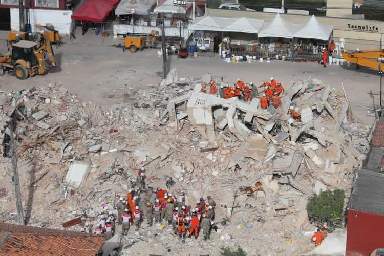 Bombeiros localizam 8º corpo no desabamento do Edifício Andrea