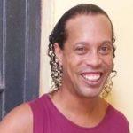 Ronaldinho Gaúcho usa esporte como passatempo e cria amigos na prisão