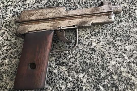 Acusado de crimes em Assaré corre com medo da PM abandonando moderna pistola