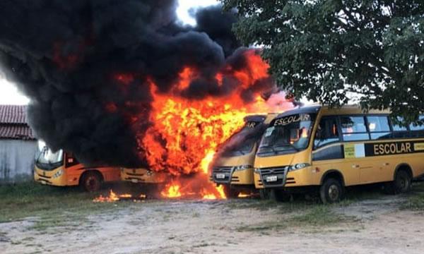 Incêndio em Barro destrói cinco ônibus do transporte escolar