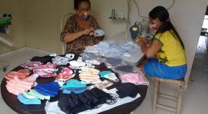 Fabricação de máscaras é opção de renda a mulheres de 19 comunidades rurais no CE