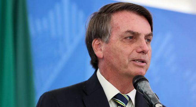 Bolsonaro inclui academias e salões de beleza em serviços essenciais durante pandemia