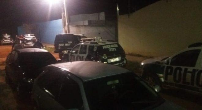 """PM de Juazeiro """"estoura"""" festa com 50 pessoas bebidas e drogas numa chácara"""