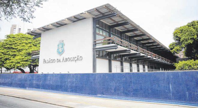 Crise ameaça pagamento da 1ª parcela do 13º de servidores do Ceará