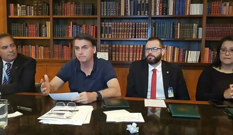 Bolsonaro analisa três nomes e prevê evangélico para STF