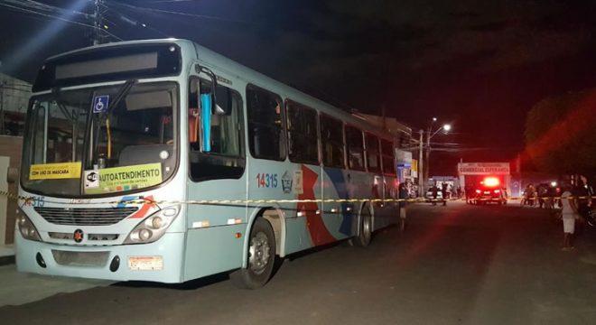 Ônibus atropela e mata idosa de 72 anos que saía de farmácia