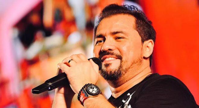 Estelionatário que cobra R$ 5 mil por 'alô' em lives é denunciado por empresários e artistas no Ceará