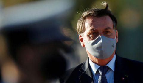 Com sintomas, Bolsonaro faz novo exame para Covid-19 e cancela compromissos